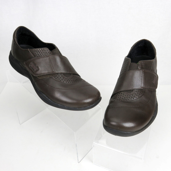 c5182001aed8e Clarks Shoes - Clarks Wave Walk Brown Comfort Walking Shoes